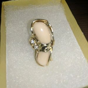 Jewelry - 14k Gold rings / Size 7 with a coral and 2 diamond